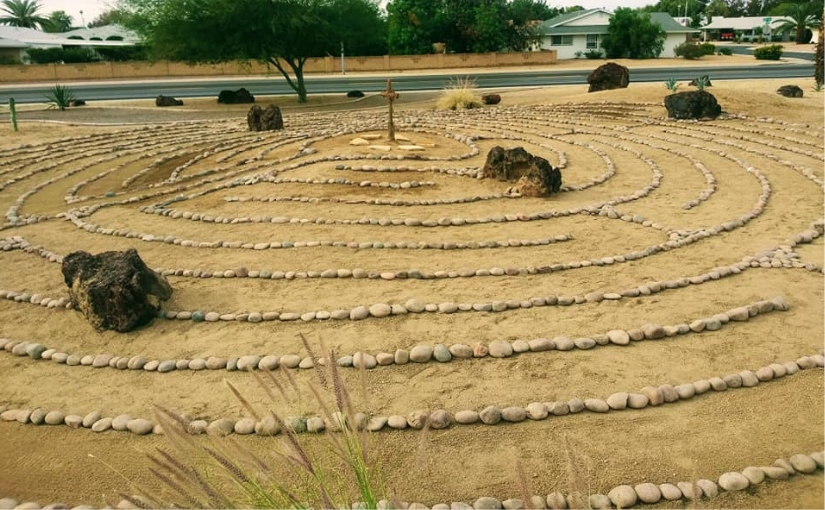 Community labyrinths